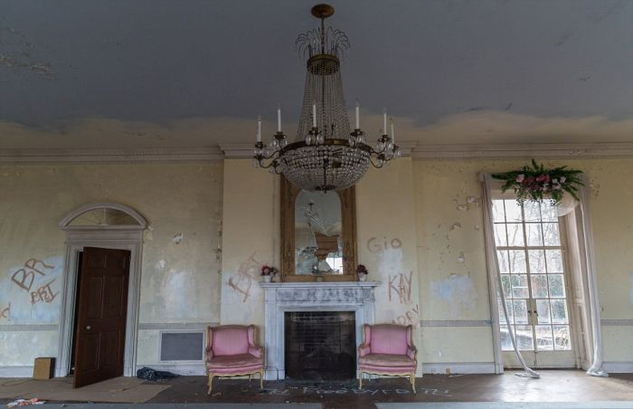 This Stunning Mansion Has Become Rundown Due To Years Of Neglect
