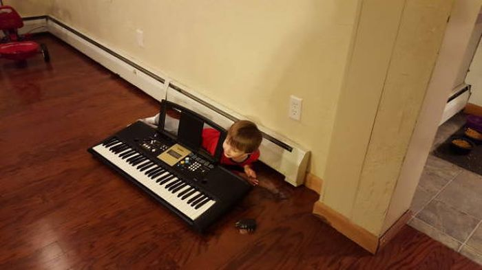 Kids That Totally Failed While Trying To Play Hide And Seek