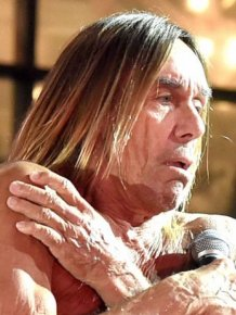 Iggy Pop Takes Off His Clothes For A Drawing Class In New York City