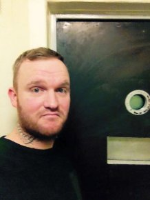 Prisoner Gives Jail Cell A Four-Star Review On Facebook