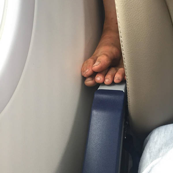 Situations Everybody Tries To Avoid While Flying On An Airplane
