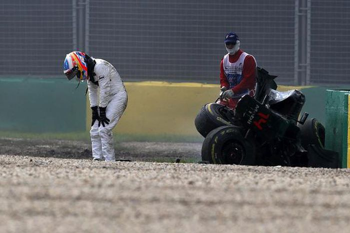 Fernando Alonso Amazingly Walked Away From A 200mph Crash With No Injuries