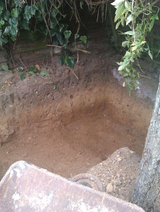 Man Builds Custom Hobbit Hole In His Own Backyard