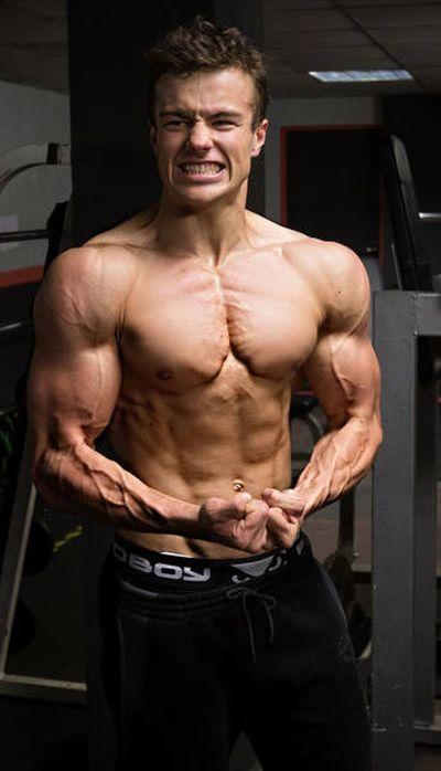 CollegeGuys99 - NicksBod -16yo Teen Bodybuilder Flexing at