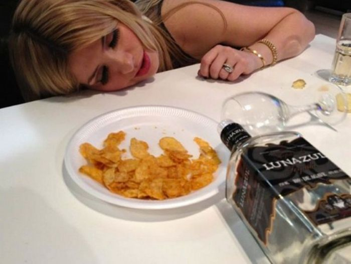 20 Drunken Party Photos That World Famous Celebs Don't Want You To See