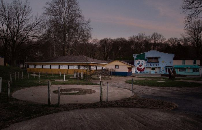 This Old Abandoned Funhouse Doesn't Look Fun At All