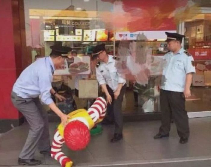 A Ronald McDonald Statue Has Been Arrested By Police In China