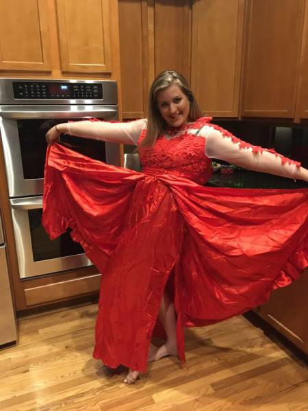 Girl Makes The Mistake Of Buying Her Prom Dress Online