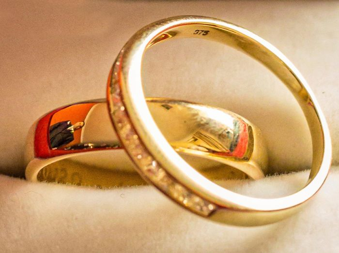 Self-Taught Photographer Uses Wedding Rings To Take Unique Photos
