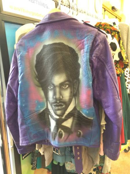 Strange And Awesome Discoveries That Could Only Be Uncovered At Thrift Shops