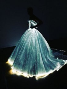 Claire Danes Showed Up To The Met Gala In A Glowing Dress