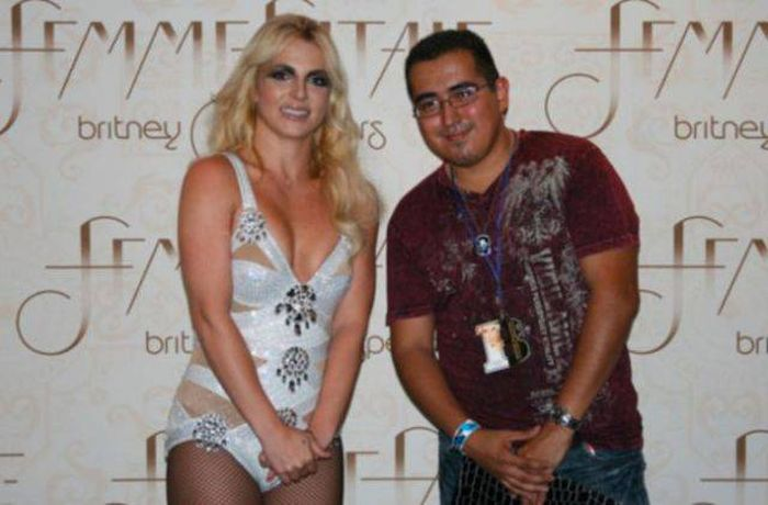 Hilarious Photos Of Celebrities Meeting Awkward Fans