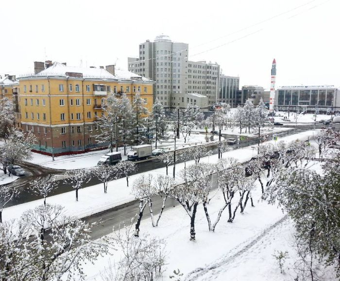 Russia Says Hello To Spring With Snow
