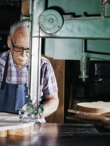 An Inside Look At How Gibson Les Pauls Are Made
