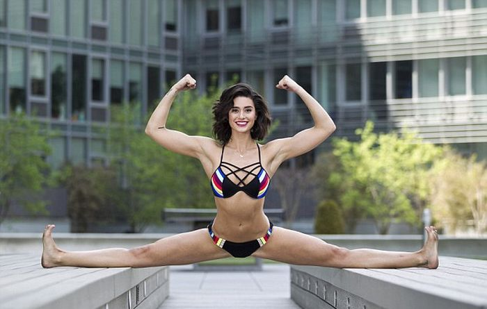 Jean Claude Van Damme's Daughter Is Just As Athletic As Dear Old Dad