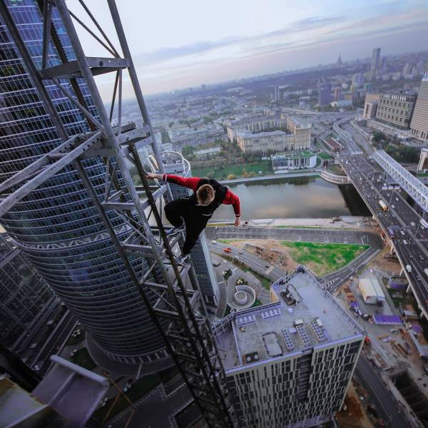 Daring Russian Man Takes Stunning Pictures From The Rooftops Of Skyscrapers
