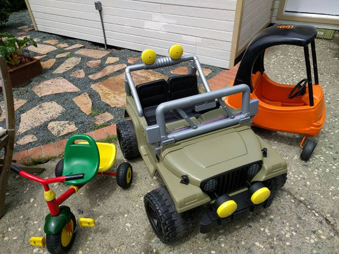 dad restores an old pink power wheels for his 3 year old others. Black Bedroom Furniture Sets. Home Design Ideas