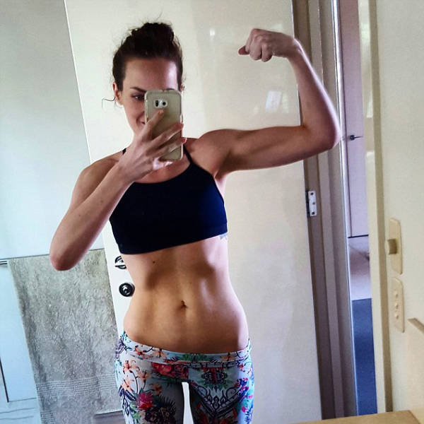 This Girl's Selfies Inspired Her To Get Healthy And Lose Weight