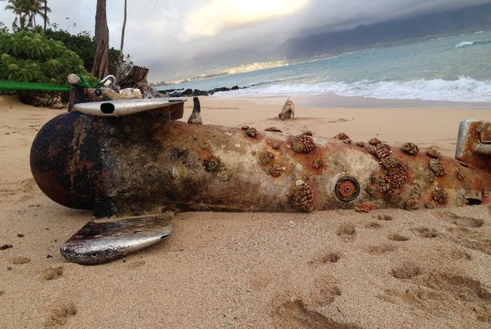 Russian Submarine Turns Up On A Beach In Hawaii