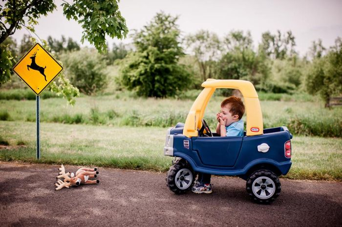 Mom Takes Hilarious Pictures Of Her Toddler Dealing With Adult Situations