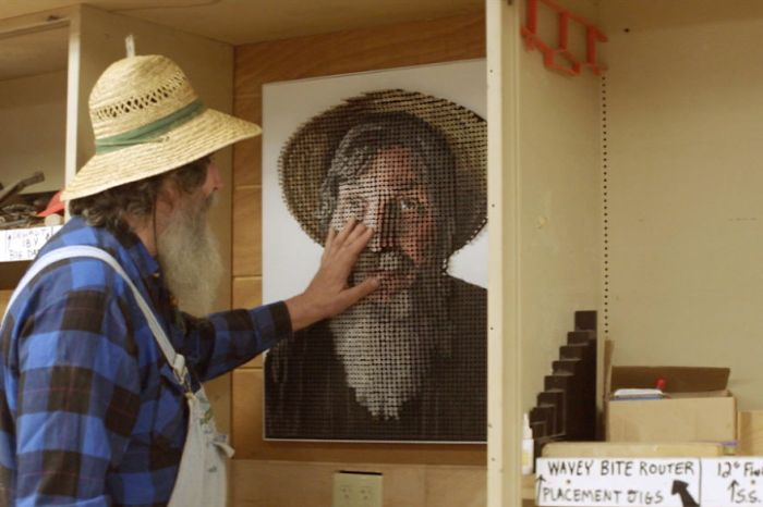 Blind Artist Sees His Face With His Hands Thanks To A 3D Screw Portrait