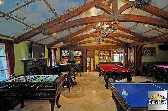 An Inside Look At Drake's Luxurious $8 Million Dollar Estate