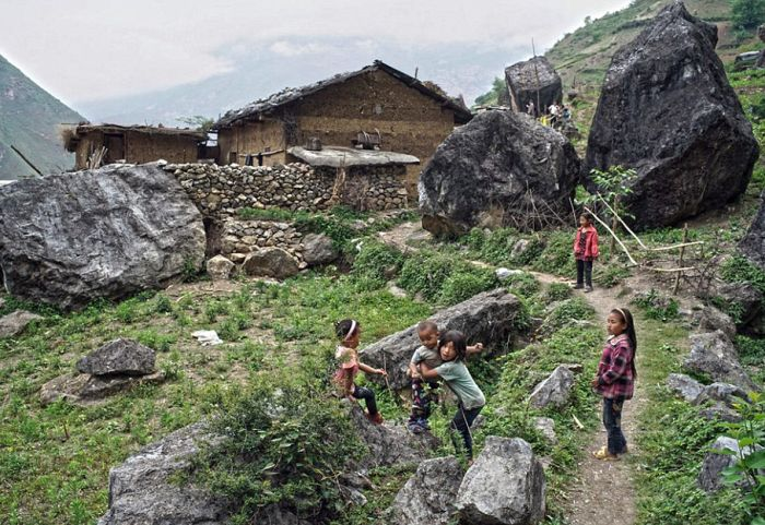 Children From This Remote Chinese Village Travel Unsafe Terrain To Get To Class