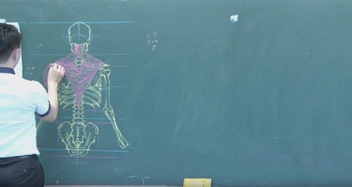 Chinese Teacher Has Some Serious Chalk Skills