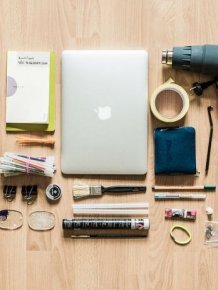 Here's What's Inside A Hacker's Backpack