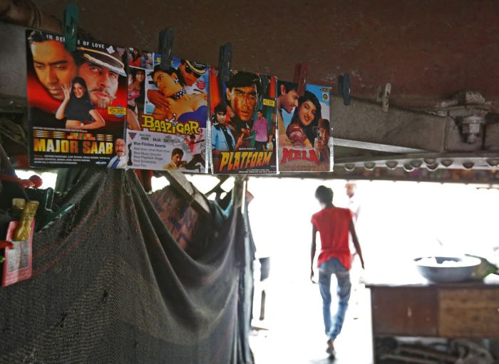 Makeshift Movie Theater In India Helps People Escape The Heat