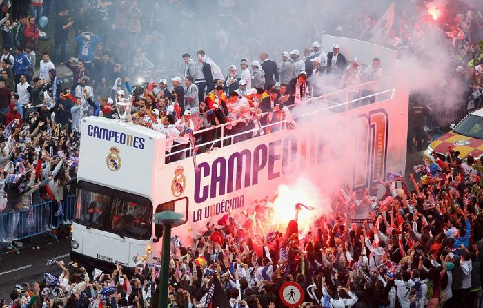Real Madrid Take The European Cup For A Parade Around The City