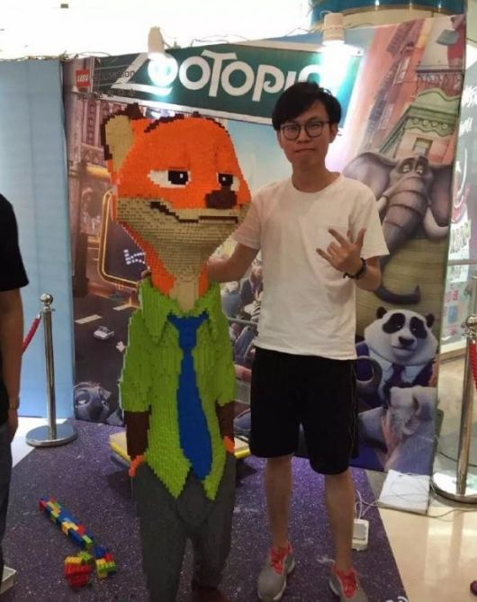 Kid Breaks $15,000 Lego Statue An Hour After The Exhibit Opens
