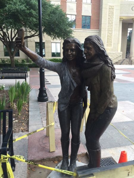 Texas Town Erects Selfie Taking Statue In Front Of City Hall