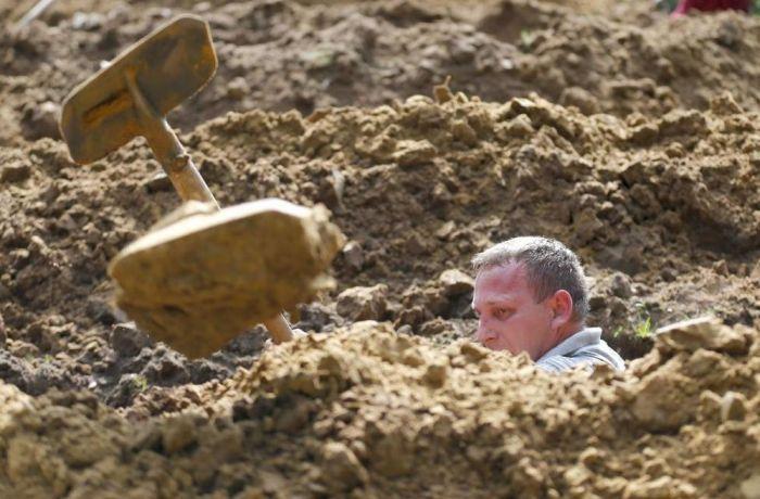 First National Gravedigging Competition Held In Debrecen