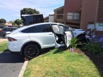 Tesla Owner Says Car Crashed Under Its Own Power