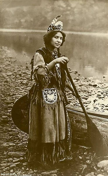 Incredible Portraits Of Native American Girls From The 1800s
