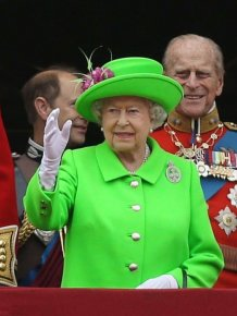 The Internet Turned Queen Elizabeth's Dress Into The Hottest Meme