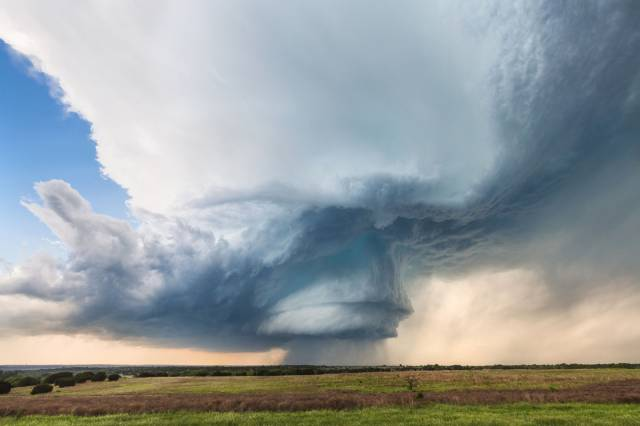 Breathtaking Weather Photos From Storm Chaser Kelly DeLay