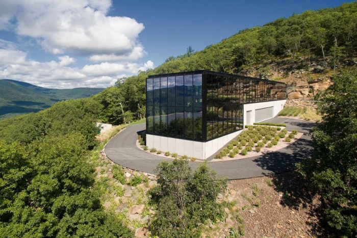 This Glass House In The Middle Of The Forest Is Absolutely Gorgeous