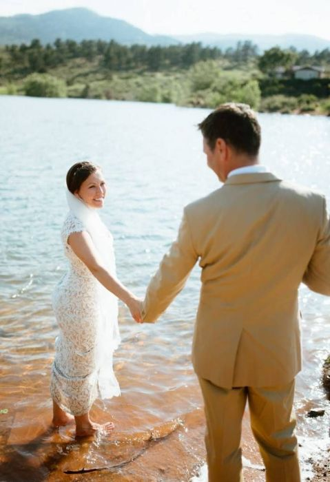Wedding Photo Shoot Goes Wrong After A Snake Makes A Surprise Appearance