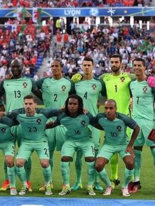 Fan Photobombs The Portugese National Team's Photo