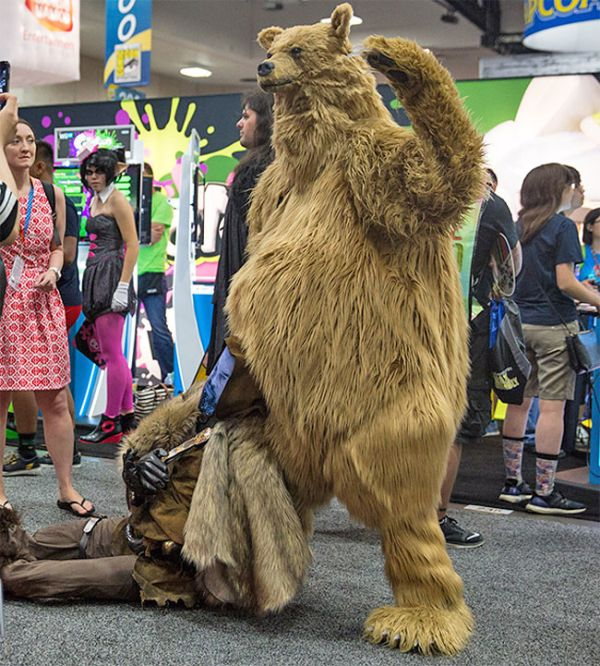 Adam Savage Creates Hilarious Leonardo DiCaprio Cosplay For Comic Con