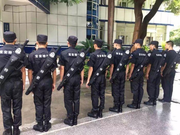 Shenzhen Police Get New Weapon Kits