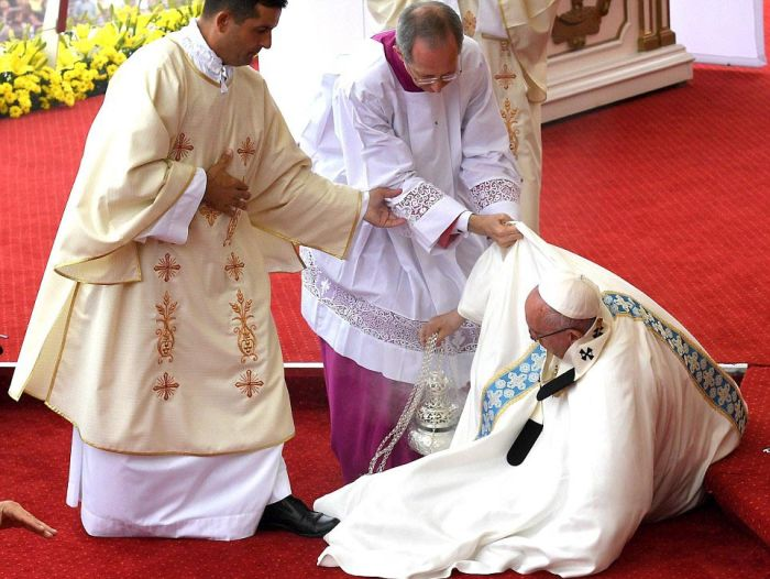Pope Francis Falls Over During Mass With Millions Of People Watching