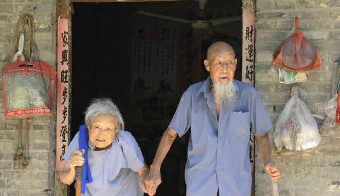 Chinese Couple Take First Wedding Photos After 80 Years Of Marriage