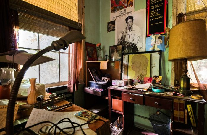 You're Going To Be Shocked When You See This Abandoned Hoarder House