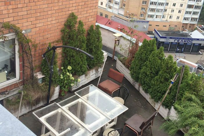 Moscow Residents Stage Luxurious Pool On The Roof