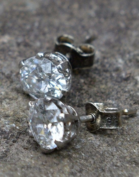 Couple Finds Incredible Diamonds Inside An Old Chair