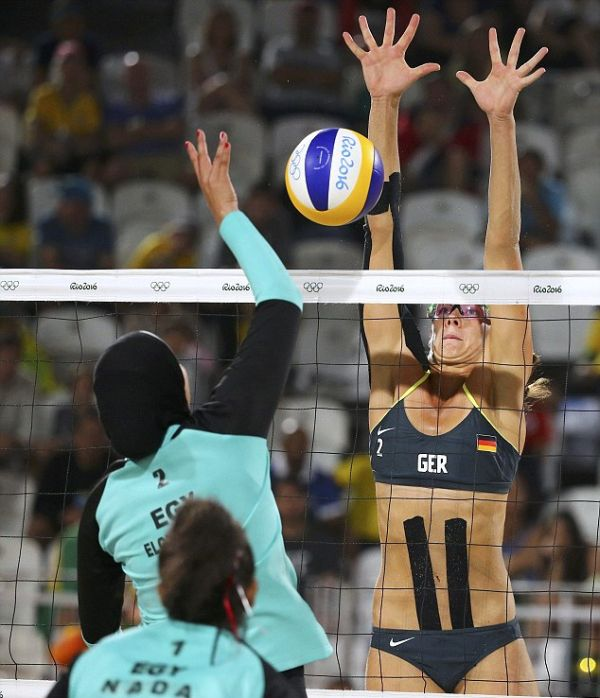 Perfectly Timed Photos Capture The Differences Between Egyptian And German Teams