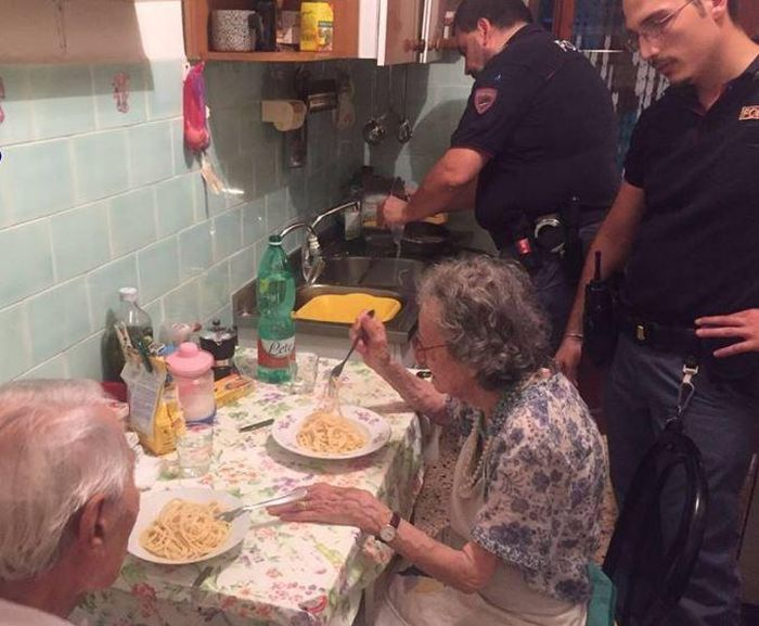 Italian Police Take A Break To Cook Pasta For The Elderly